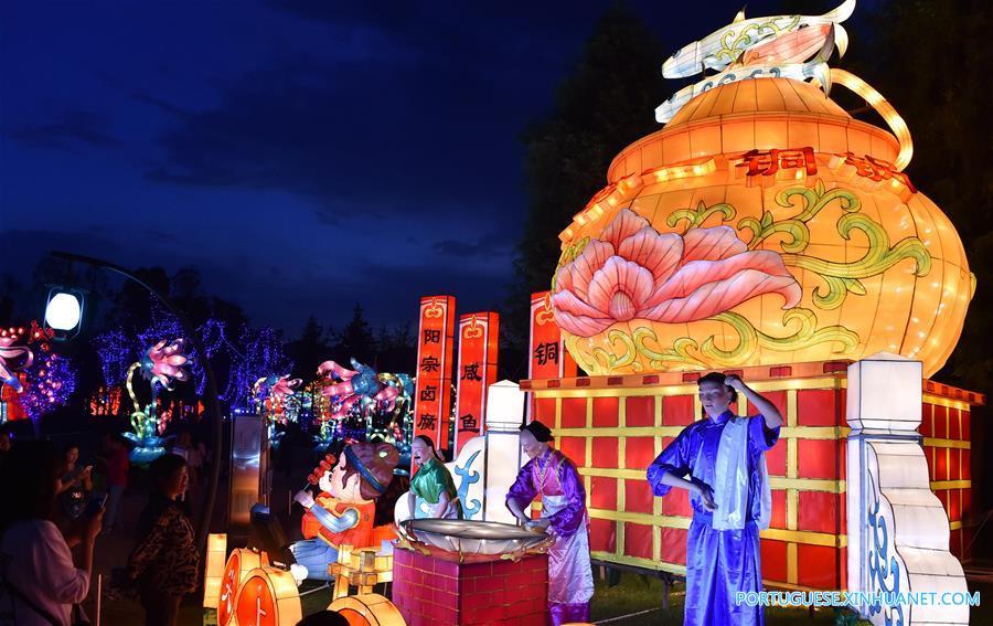 (晚报)(2)云南玉溪:抚仙湖畔生态湿地灯会亮灯迎客