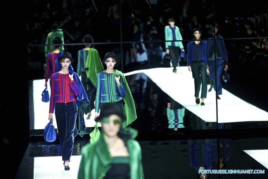 f09539b8d1534 Giorgio Armani apresenta sua coleção durante a Semana de Moda de ...