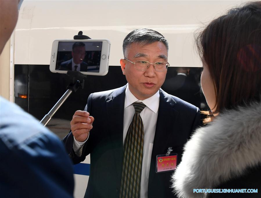 (TWO SESSIONS)CHINA-BEIJING-CPPCC MEMBERS-ARRIVAL (CN)