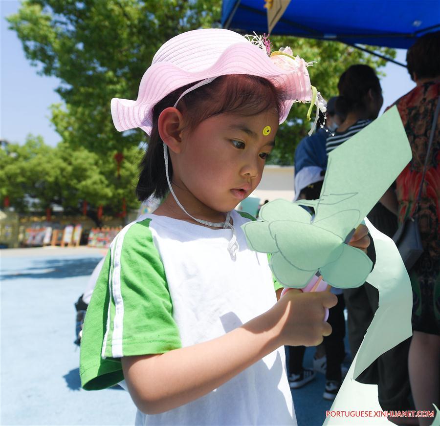 CHINA-ZHEJIANG-CHANGXING-CHILDREN-PAPERCUTTING(CN)