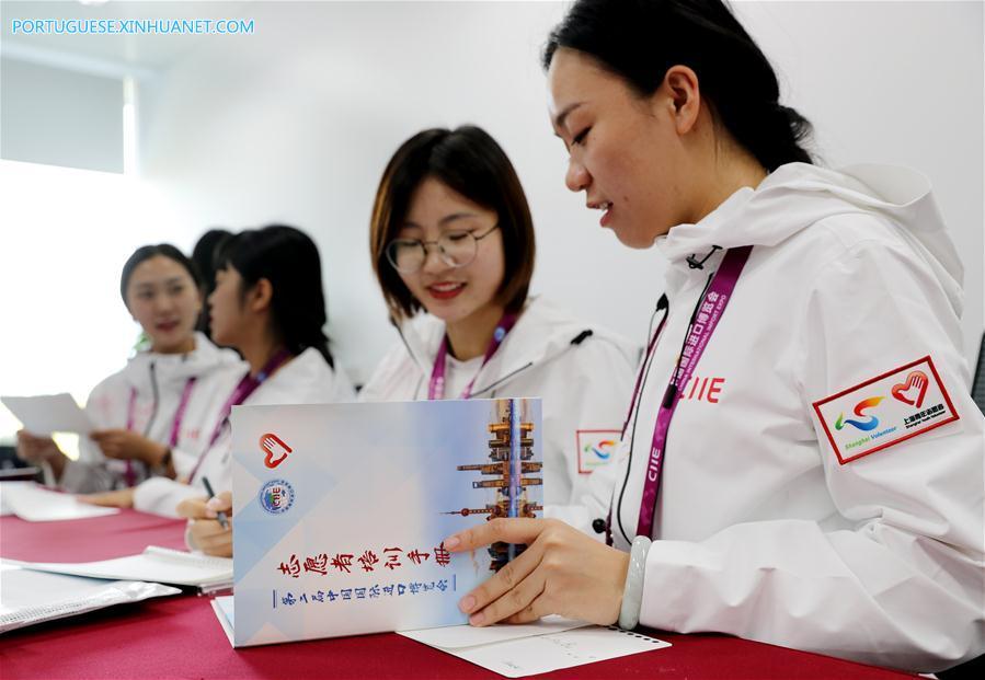 CHINA-SHANGHAI-CIIE-VOLUNTEERS (CN)