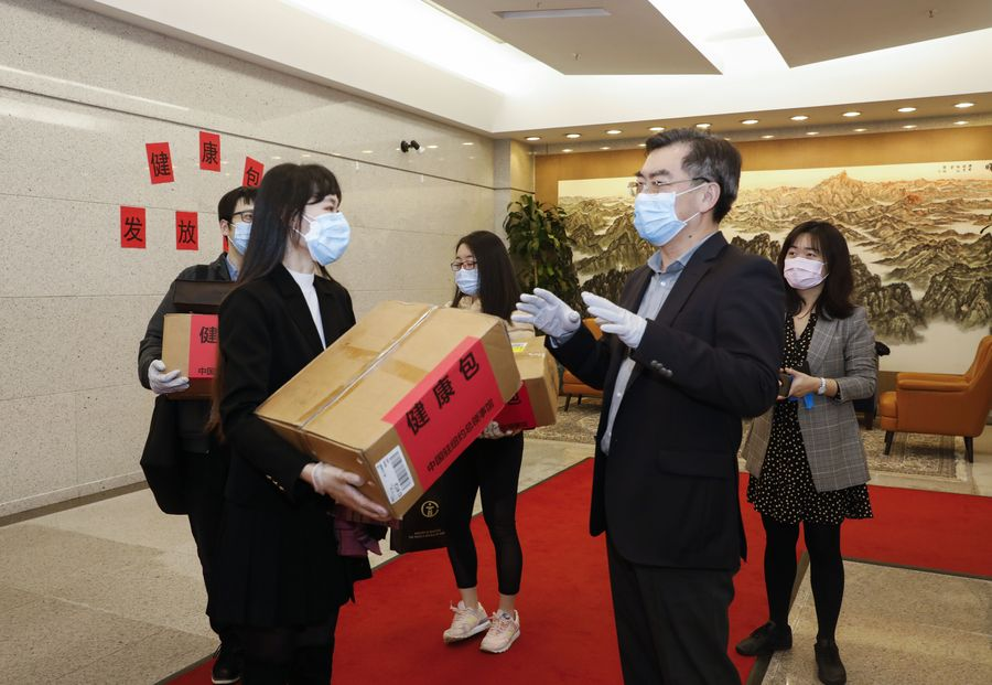 China exige que EUA parem de arranjar desculpas para restringir e reprimir estudantes chineses