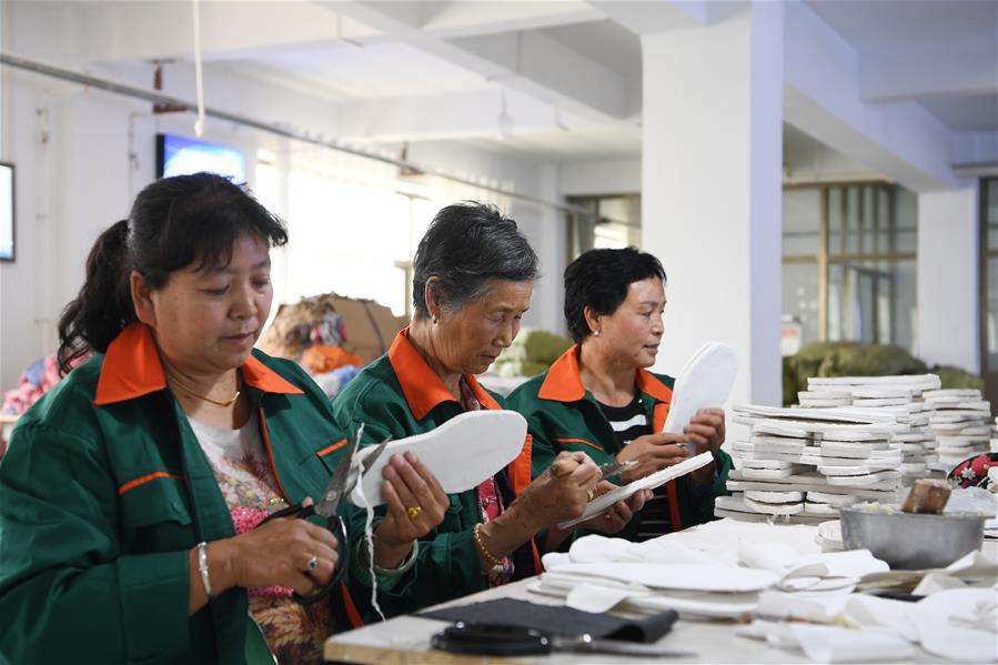 CHINA-GANSU-LINXIA-POVERTY ALLEVIATION-SHOES (CN)