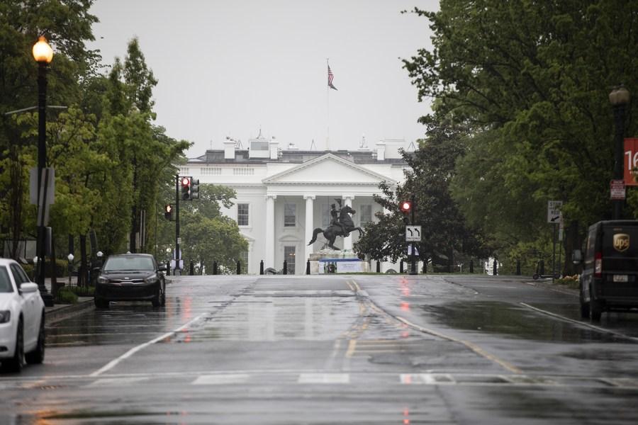 China pede que EUA parem com manobras políticas sobre COVID-19