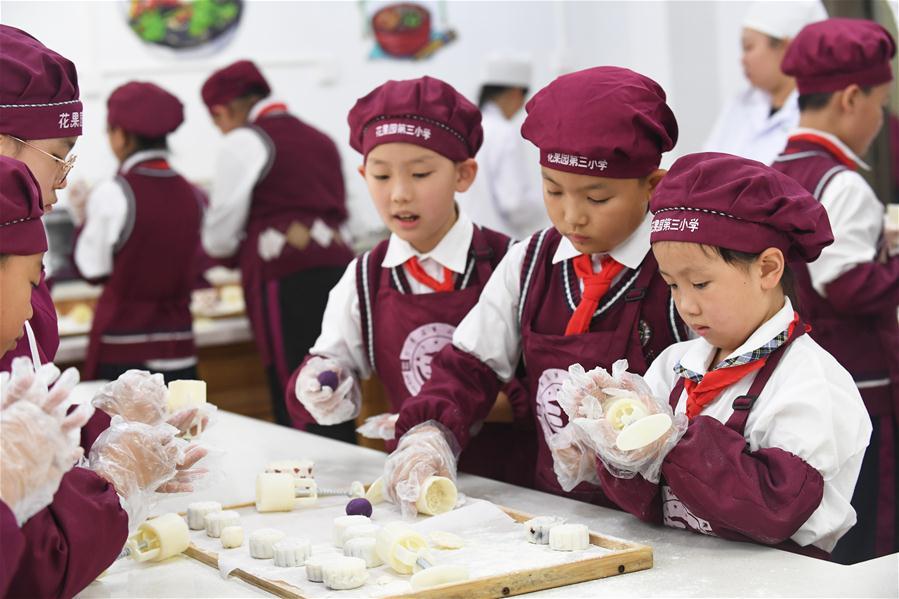 #CHINA-MOONCAKE-MAKING (CN)