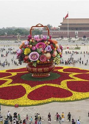 Praça Tiananmen é decorada em comemoração ao Dia Nacional