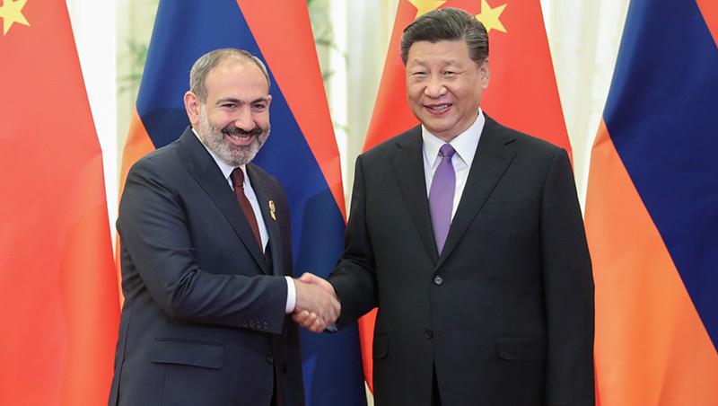 Xi reúne-se com premeiro-ministro da Armênia