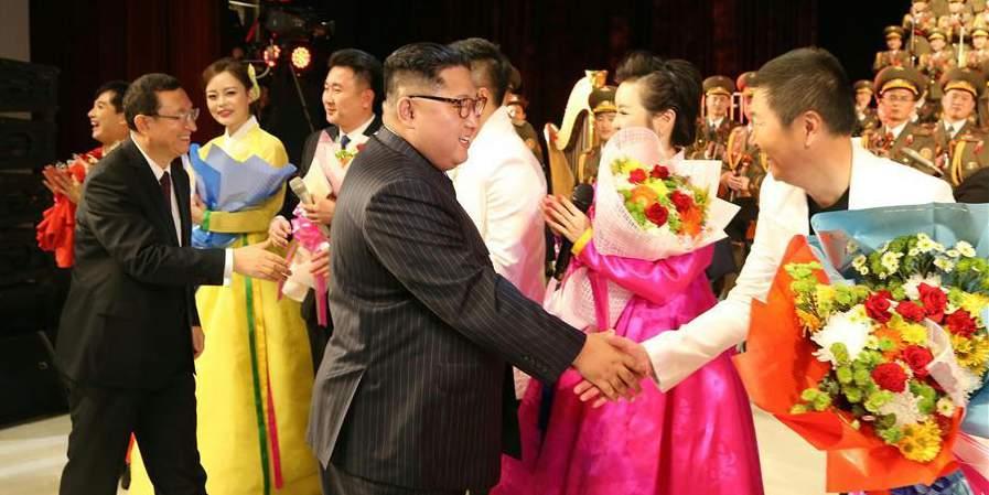 Artistas chineses e norte-coreanos realizam apresentação conjunta em Pyongyang