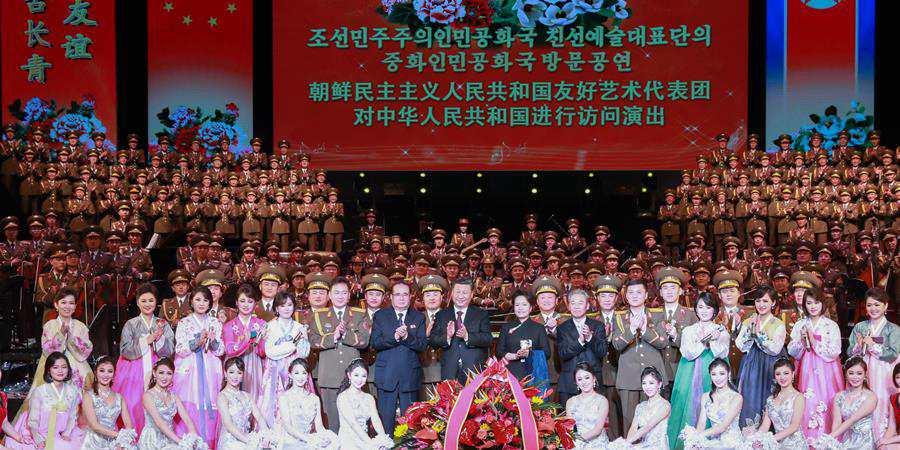 Xi e sua esposa reúnem-se com funcionário sênior da RPDC e assistem a performance de arte
