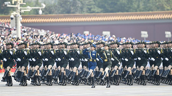 Generais mulheres participam da parada militar pela primeira vez