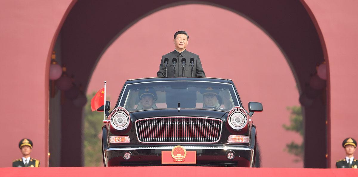 Xi faz revista das forças armadas no Dia Nacional da China pela primeira vez