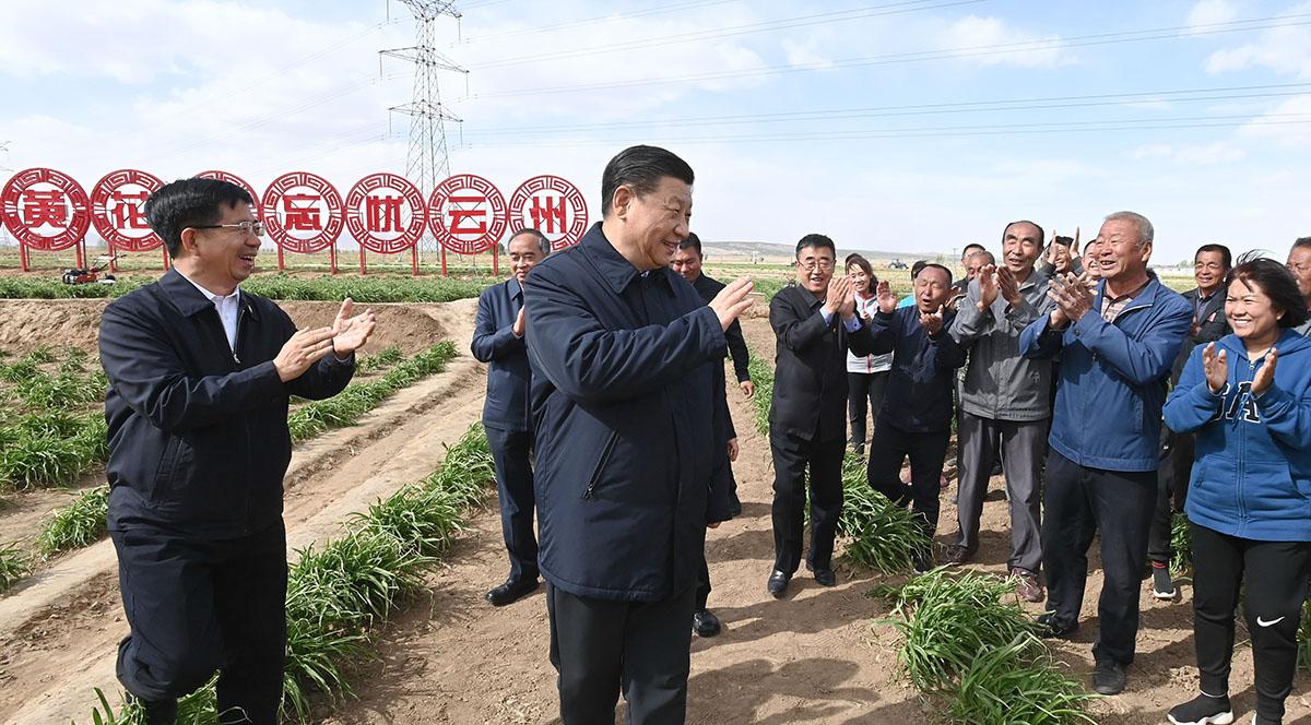 Xi inspeciona alívio da pobreza na Província de Shaanxi no noroeste da China