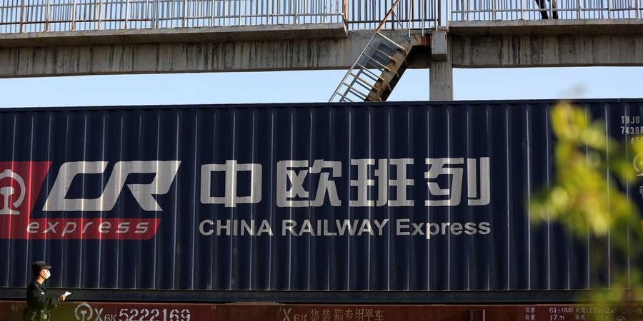 Porto fronteiriço de Xinjiang registra recorde de trens de carga China-Europa