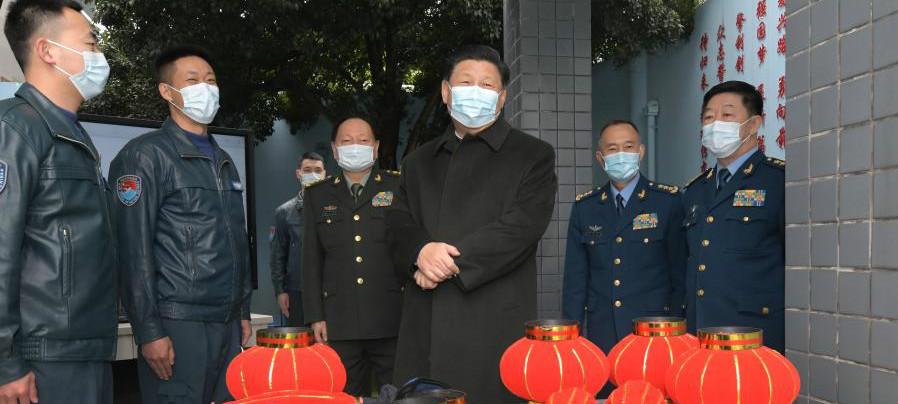 Enfoque: Xi inspeciona tropas da Força Aérea estacionadas em Guizhou