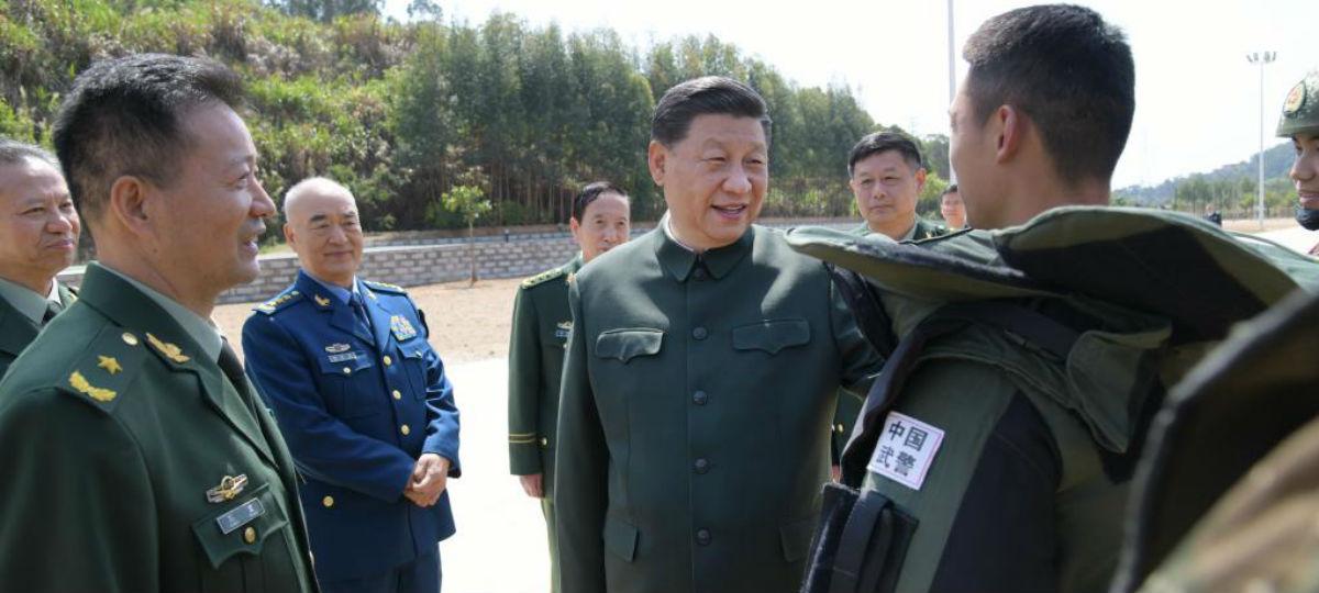 Xi inspeciona corpo da polícia armada em Fujian