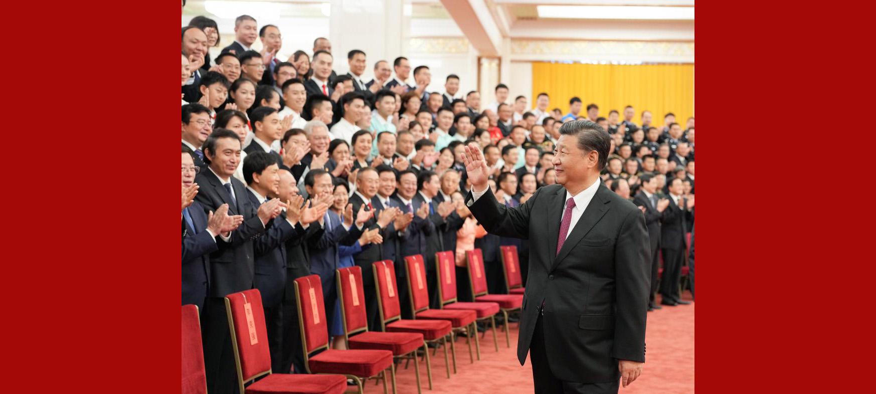 Xi saúda pessoas que participaram dos preparativos para celebração do centenário do PCC