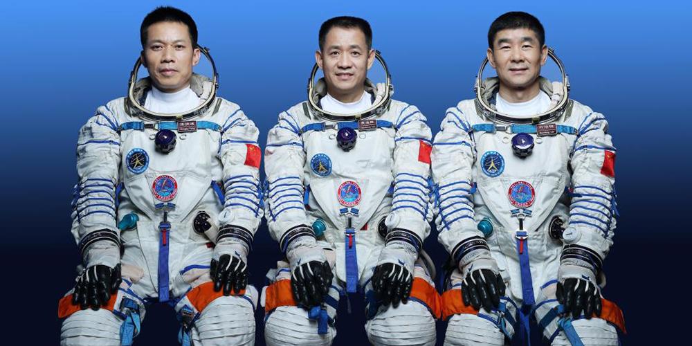 China revela astronautas da Shenzhou-12 para construção de estação espacial