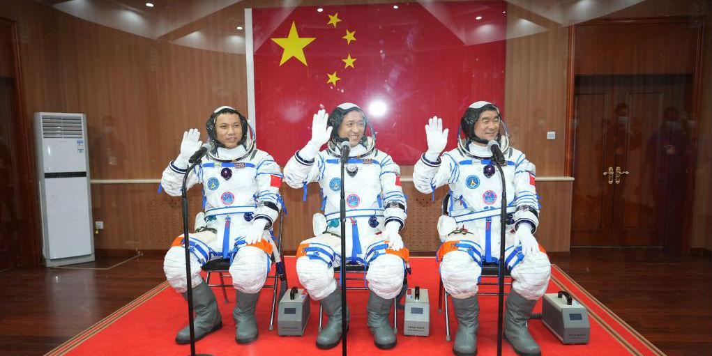 Realizada cerimônia de despedida para astronautas chineses da missão Shenzhou-12