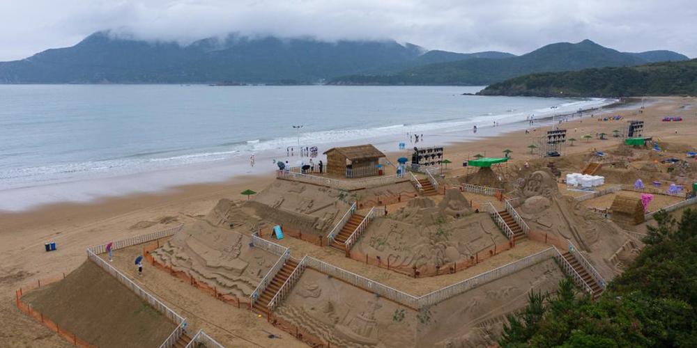 Fotos: preparativos para 22º Festival Internacional de Escultura em Areia em Zhoushan