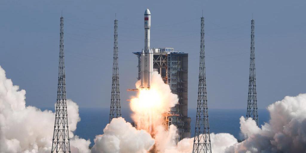 China lança espaçonave de carga para abastecimento de estação espacial