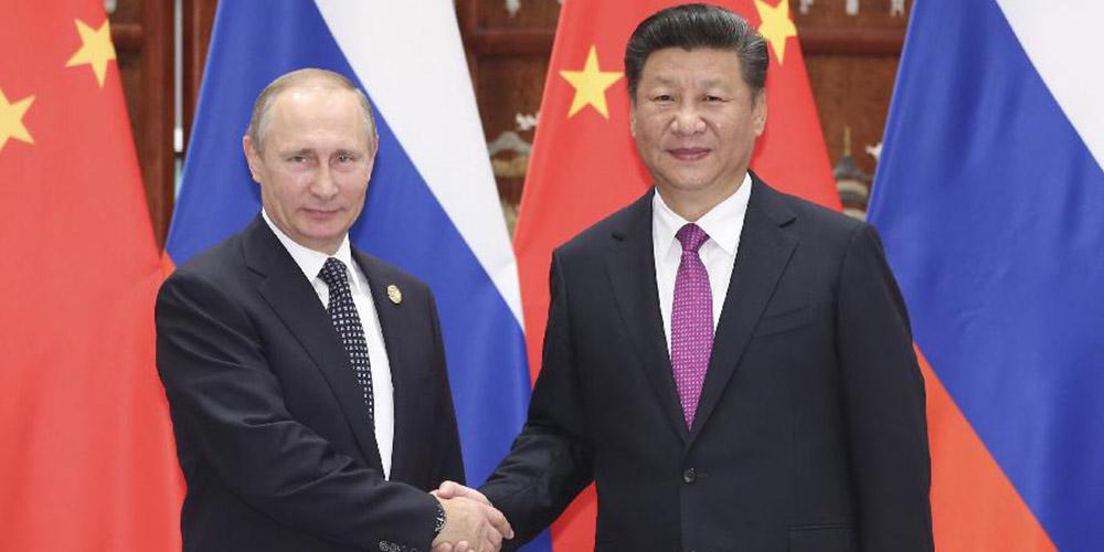 Presidente chinês reúne-se com Putin e pede sólido apoio mútuo