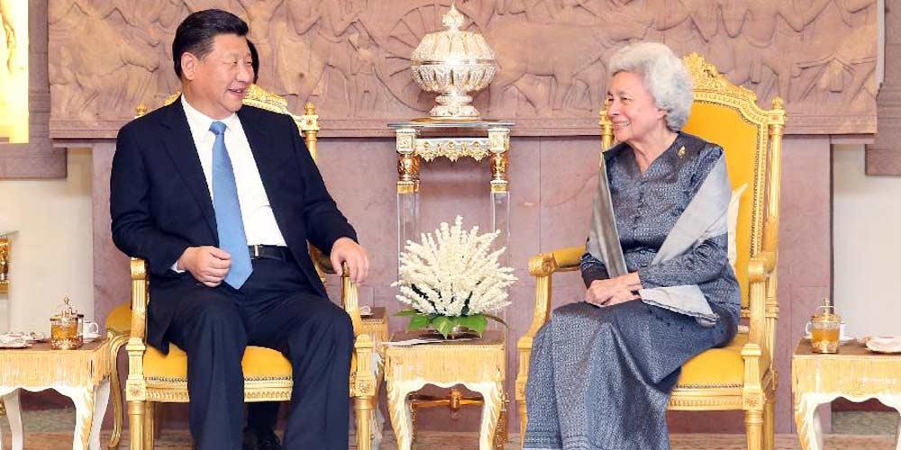 Presidente chinês visita rainha-mãe cambojana para impulsionar amizade tradicional