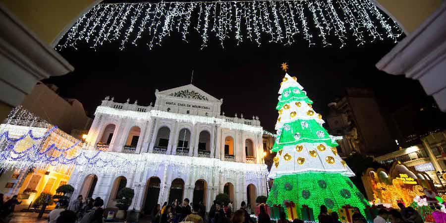 Luzes de Natal brilham em Macau