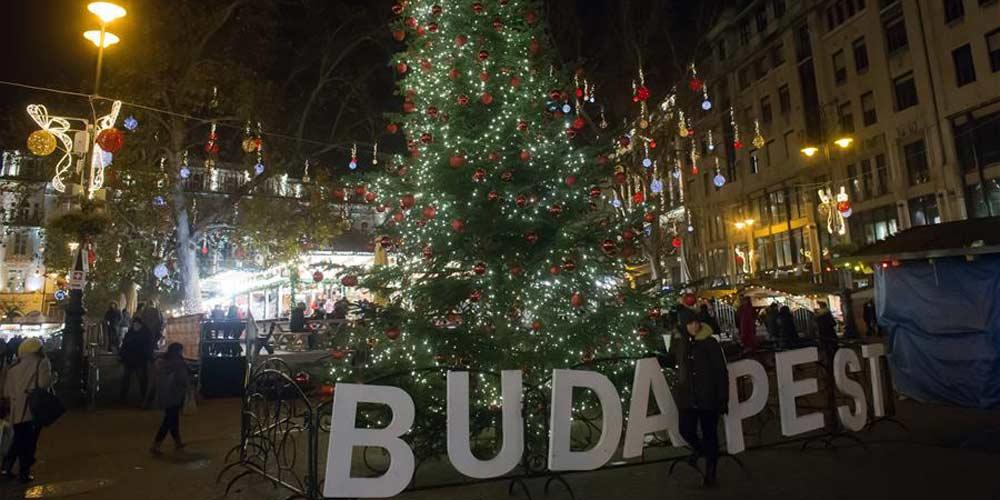 Decoração de Natal enfeita ruas de Budapeste