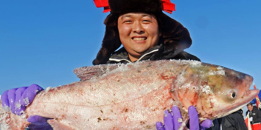Em imagens: pesca de inverno no nordeste da China