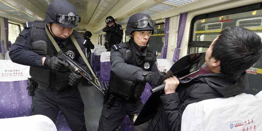 Treinamentos para contenção de tumultos são realizados em Yinchuan