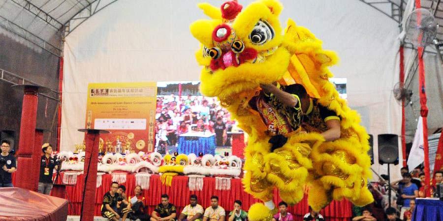 Chinatown de Cingapura realiza Competição Internacional de Dança do Leão