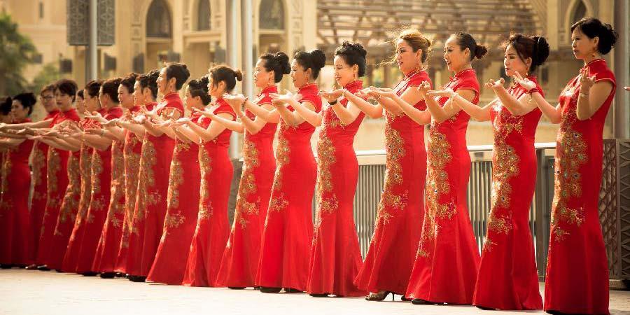 Flash mob de cultura chinesa chama atenção no centro de Dubai