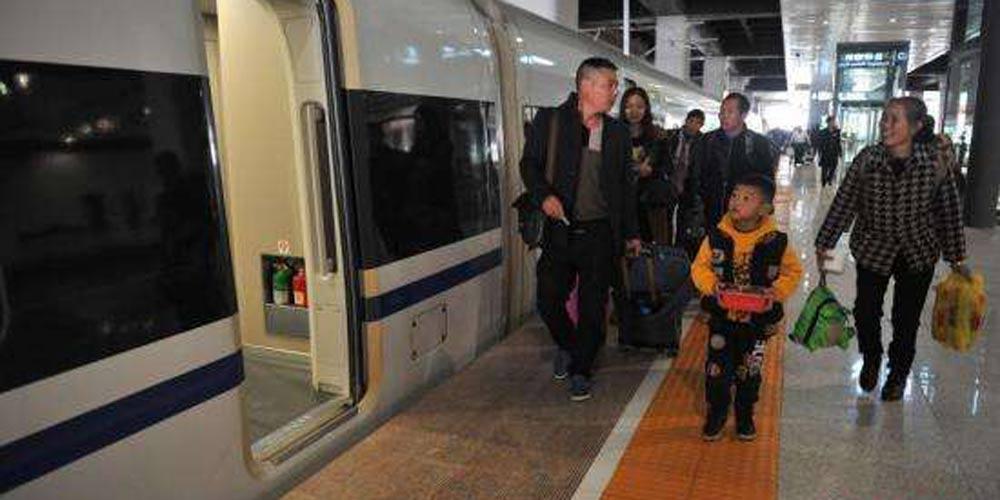 Trens-bala facilitam viagem para terra natal durante Festa da Primavera