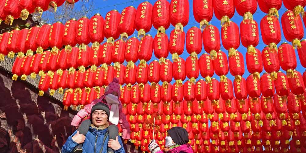 Feira de templo é realizada durante o feriado da Festa da Primavera em Liaoning