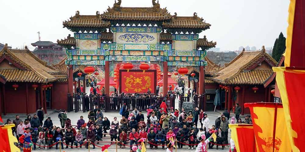 Feira de templo é realizada em Henan, no centro da China