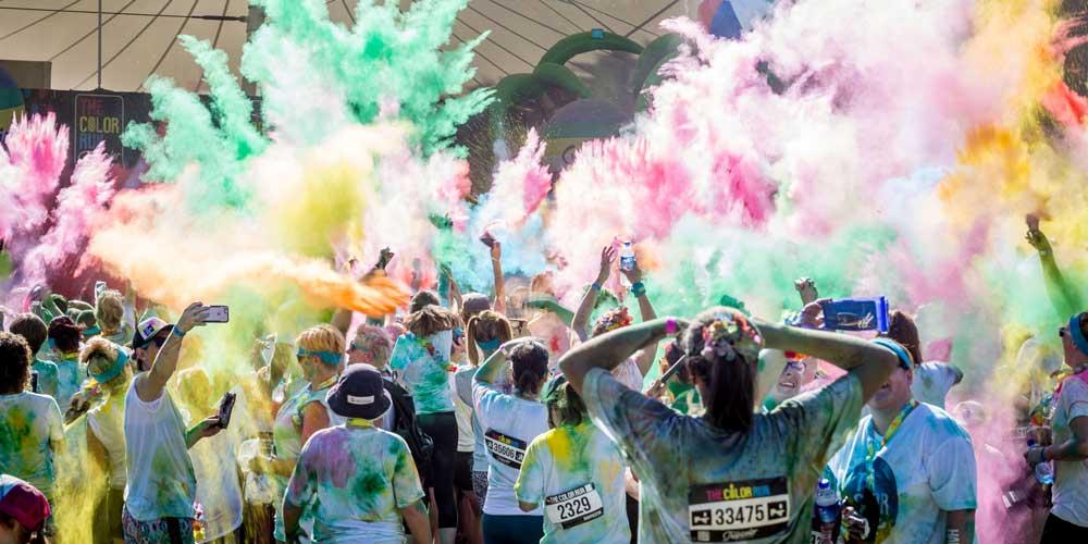 Color Run reúne milhares de participantes em Canberra, Austrália