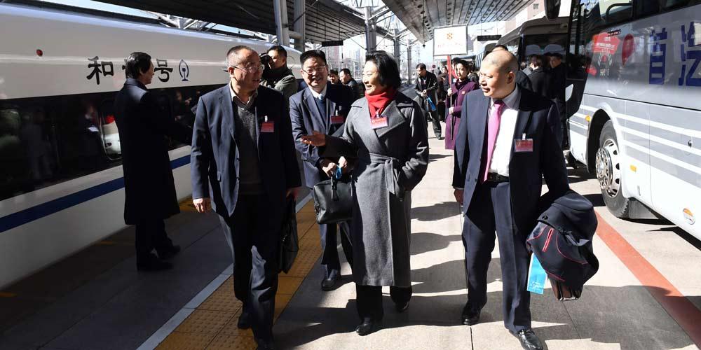 Membros do 12º Comitê Nacional da CCPPC chegam a Beijing
