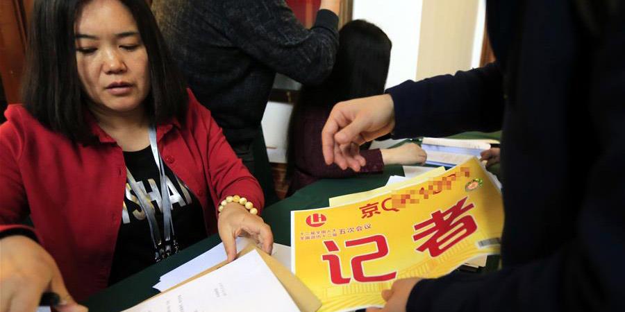 Jornalistas recebem credenciais para cobrir a 5ª sessão da 12ª APN