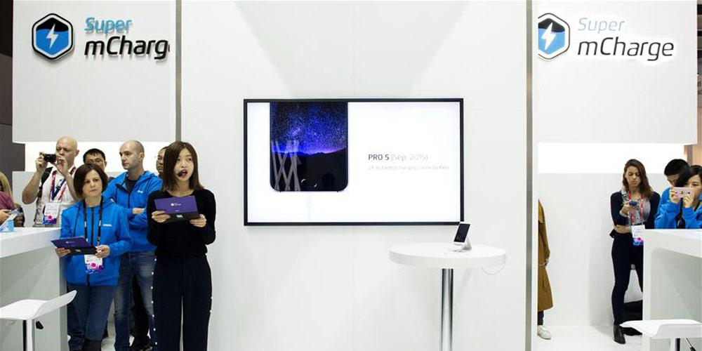 Fabricante chinesa de smartphones Meizu apresenta a tecnologia Super mCharge durante o MWC 2017