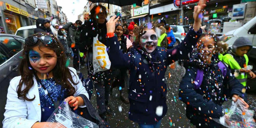 Crianças se divertem no Carnaval em Bruxelas