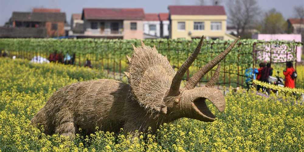 Trabalhos artísticos feitos de palha atraem turistas em Hunan