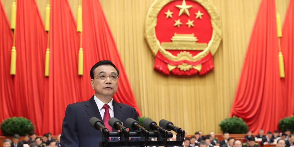 Premiê Li Keqiang apresenta relatório de trabalho do governo