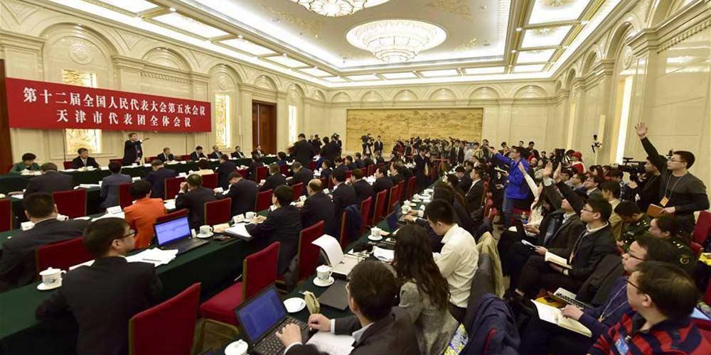Reunião plenária dos deputados de Tianjin na 12ª APN é aberta à imprensa