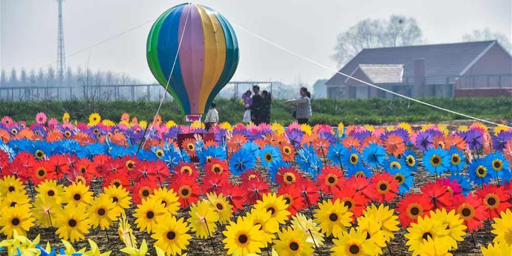 Decoração de cata-ventos em Huzhou promove o turismo rural