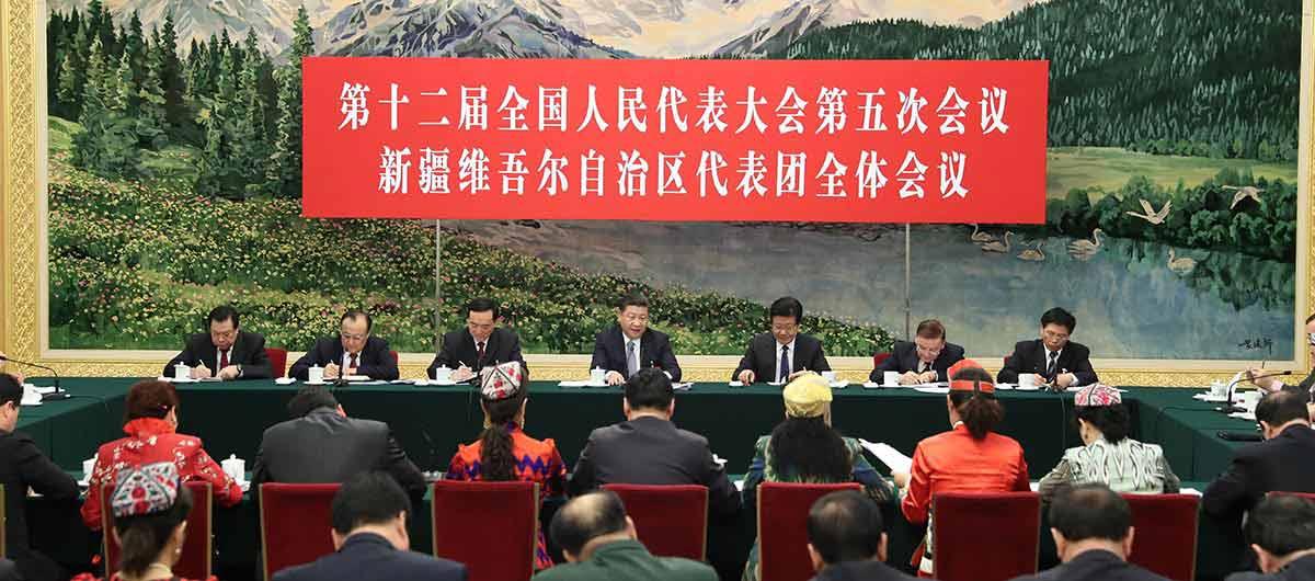 """Presidente chinês pede construção de uma """"grande muralha de ferro"""" para a estabilidade  social em Xinjiang"""
