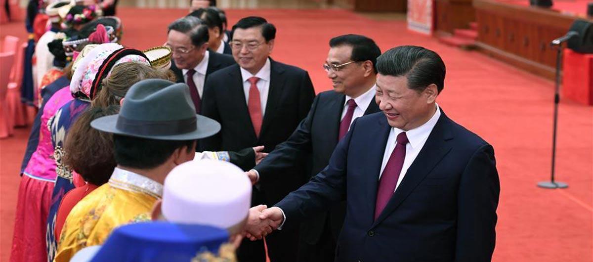 Xi Jinping participa de reunião entre legisladores e conselheiros políticos de minorias  étnicas