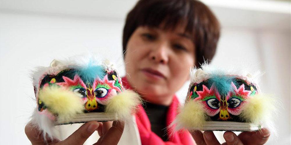 Incrível artesanato tradional chinês: calçados com cabeça de tigre