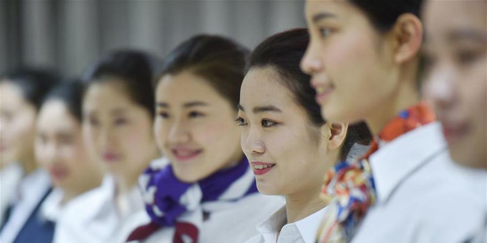 Estudantes participam de teste de recrutamento da Xiamen Airlines em Fuzhou
