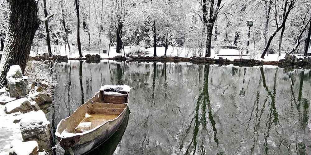 Paisagem nevada do Parque Liuhu em Gansu, noroeste da China