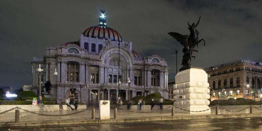"""Monumentos ao redor do mundo apagam suas luzes durante a """"Hora do Planeta"""""""